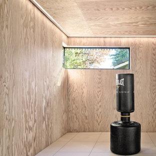 Esempio di una palestra multiuso contemporanea di medie dimensioni con pavimento con piastrelle in ceramica