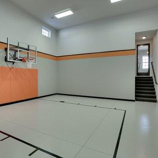 Idéer för stora vintage hemmagym med inomhusplan, med grå väggar, betonggolv och grått golv
