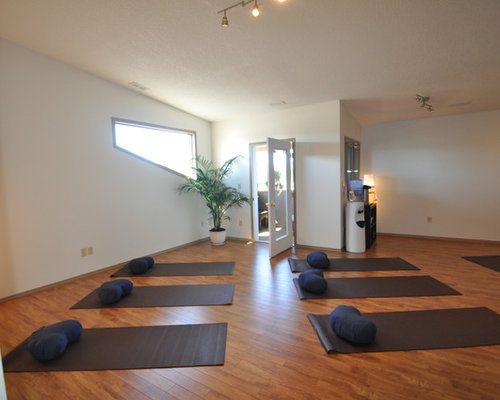 3 small home yoga studio design photos with blue walls