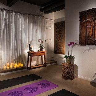 Foto di uno studio yoga etnico