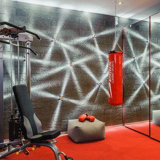 Foto di una sala pesi contemporanea con pareti grigie