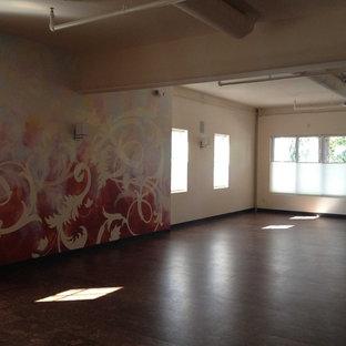 Minimalist home gym photo in San Francisco