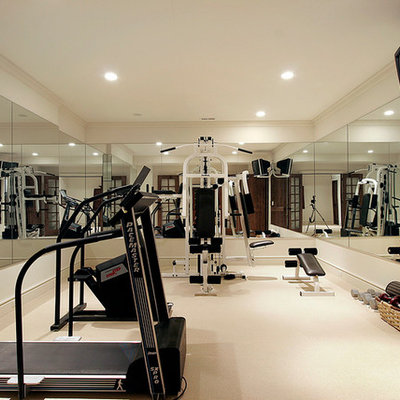 Example of a classic home gym design in Chicago