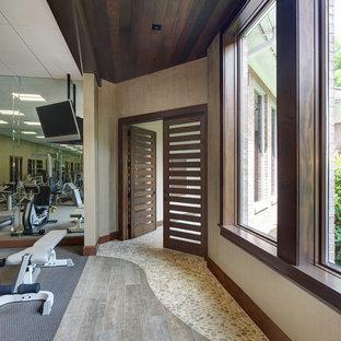 Multifunktionaler, Großer Moderner Fitnessraum mit Teppichboden in Cleveland