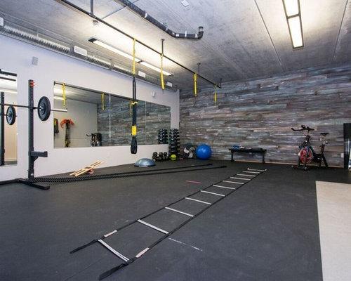 Gro er fitnessraum mit korkboden ideen design bilder for Boden fitnessraum