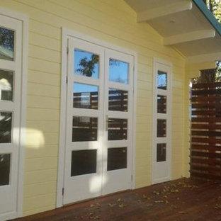 Mittelgroßer Klassischer Fitnessraum mit Indoor-Sportplatz und gebeiztem Holzboden in Sydney