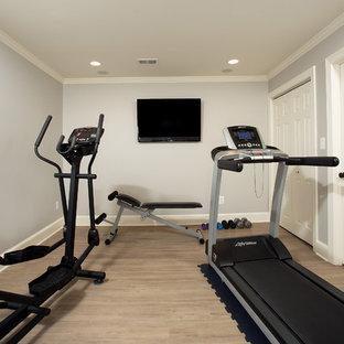 Idee per una piccola sala pesi tradizionale con pareti grigie