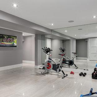 Esempio di una palestra multiuso minimal con pareti grigie, pavimento in gres porcellanato e pavimento grigio