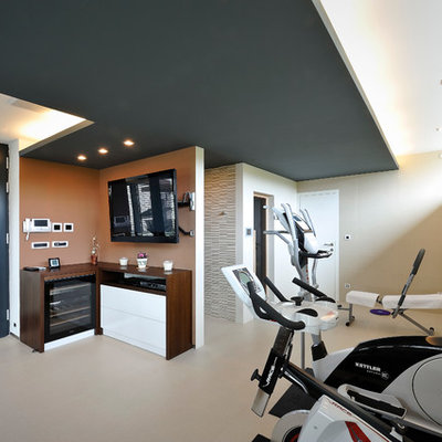Minimalist home gym photo in Other