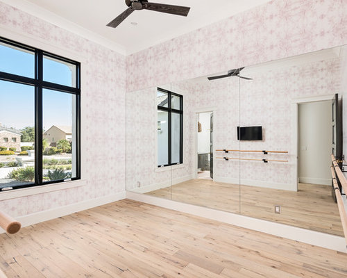 Fitnessraum mit rosa wandfarbe ideen design bilder houzz for Boden fitnessraum