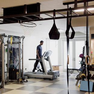 Multifunktionaler, Großer Moderner Fitnessraum mit beiger Wandfarbe und Linoleum in San Francisco