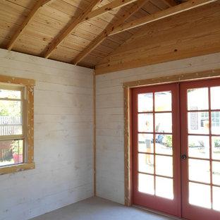 タンパの小さいトラディショナルスタイルのおしゃれなアトリエ・スタジオ (白い壁、コンクリートの床、暖炉なし、自立型机、黒い床) の写真
