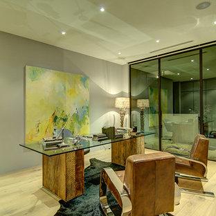 Modelo de despacho moderno con paredes grises