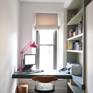 他の地域のコンテンポラリースタイルのおしゃれなホームオフィス・書斎 (造り付け机) の写真