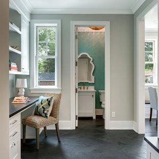 ミネアポリスの小さいトランジショナルスタイルのおしゃれな書斎 (白い壁、スレートの床、造り付け机、グレーの床) の写真