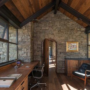 Rustik inredning av ett arbetsrum