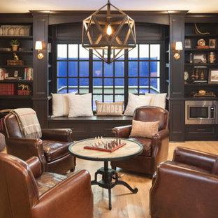 エクレクティックスタイルのおしゃれな書斎 (茶色い壁、淡色無垢フローリング、ベージュの床) の写真