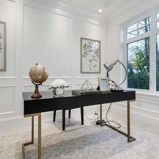 Imagen de despacho moderno, de tamaño medio, sin chimenea, con paredes blancas, suelo de mármol, escritorio independiente y suelo gris