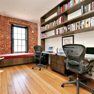 Industrial Arbeitszimmer mit Einbau-Schreibtisch in San Francisco
