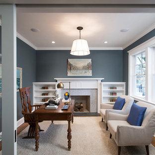 Idée de décoration pour un bureau tradition de taille moyenne avec un mur bleu, un sol en bois brun, une cheminée standard, un manteau de cheminée en carrelage, un bureau indépendant et un sol marron.