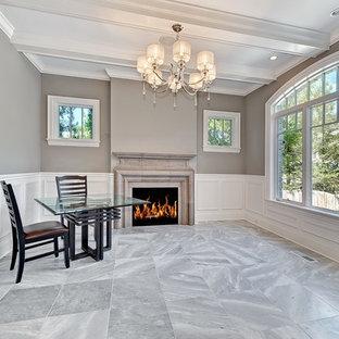 Ejemplo de despacho clásico, grande, con paredes multicolor, suelo de mármol, chimenea tradicional, marco de chimenea de piedra, escritorio independiente y suelo gris