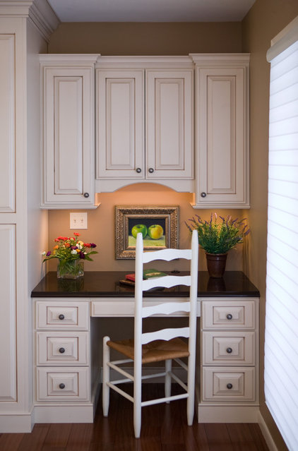 Traditional Home Office by Cherry Creek, Inc.