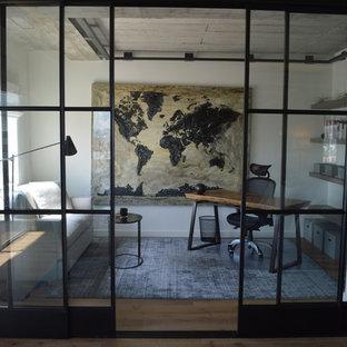 Ispirazione per uno studio industriale con pareti bianche