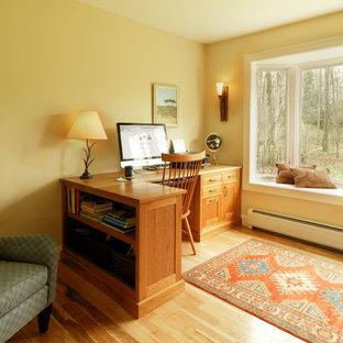 バーリントンのトラディショナルスタイルのおしゃれなホームオフィス・書斎の写真