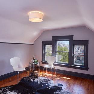 Idee per una stanza da lavoro minimal di medie dimensioni con pareti bianche, pavimento in legno massello medio e nessun camino