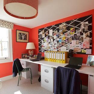 ロンドンのエクレクティックスタイルのおしゃれなホームオフィス・仕事部屋の写真