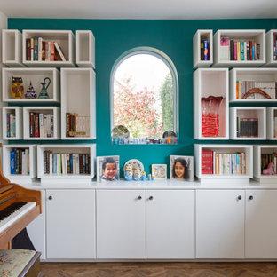 Idéer för ett mellanstort modernt arbetsrum, med blå väggar, mörkt trägolv, en dubbelsidig öppen spis, en spiselkrans i gips och brunt golv