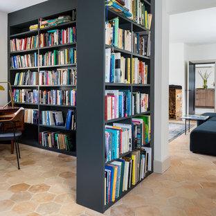 Idées déco pour un bureau contemporain avec un sol en carreau de terre cuite, un bureau indépendant et un sol beige.