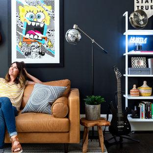 Idéer för ett eklektiskt arbetsrum, med svarta väggar