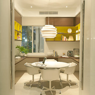 Idées déco pour un bureau rétro avec un mur blanc et un bureau indépendant.