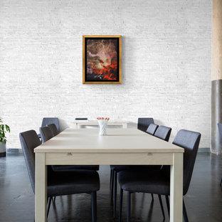 ワシントンD.C.の中くらいのトラディショナルスタイルのおしゃれなホームオフィス・書斎 (白い壁、スレートの床、黒い床、レンガ壁) の写真