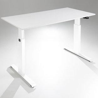 Immagine di un ampio studio minimalista con scrivania autoportante