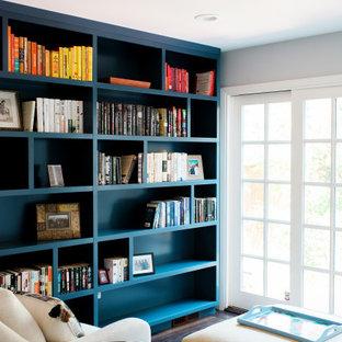 Inspiration pour un bureau design de taille moyenne avec un mur beige, un sol en bois foncé, une cheminée standard et un manteau de cheminée en béton.