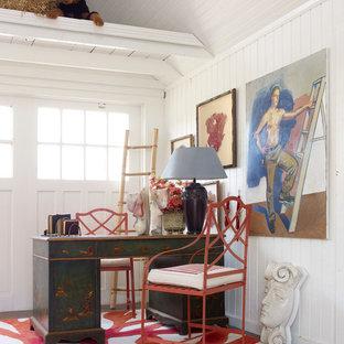 Idéer för stora lantliga arbetsrum, med vita väggar och skiffergolv