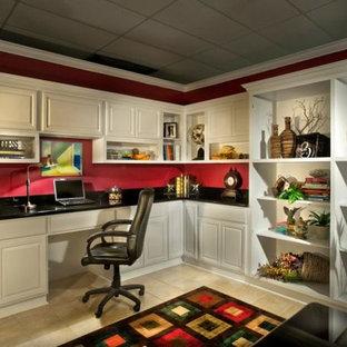 Esempio di un ufficio di medie dimensioni con pareti rosse, pavimento con piastrelle in ceramica, nessun camino, scrivania incassata e pavimento beige