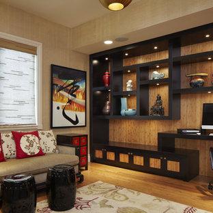 На фото: кабинет среднего размера в восточном стиле с паркетным полом среднего тона, встроенным рабочим столом и бежевыми стенами без камина с