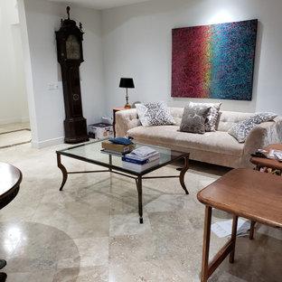 マイアミの大きいトラディショナルスタイルのおしゃれな書斎 (白い壁、大理石の床、造り付け机、ベージュの床) の写真