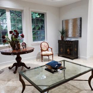 マイアミの中サイズのトラディショナルスタイルのおしゃれな書斎 (白い壁、大理石の床、造り付け机、ベージュの床) の写真