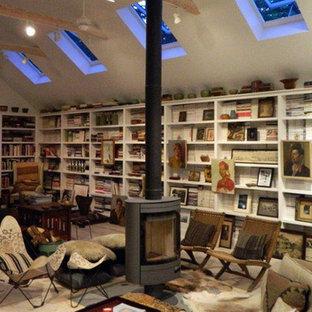 Idéer för ett mellanstort eklektiskt hemmastudio, med vita väggar, en hängande öppen spis och ett fristående skrivbord
