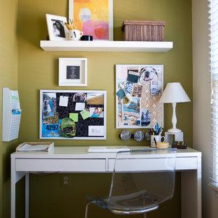 ワシントンD.C.の小さいモダンスタイルのおしゃれなホームオフィス・書斎の写真