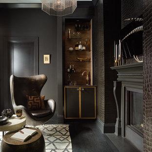 Idee per un ufficio classico di medie dimensioni con pareti nere, parquet scuro, camino bifacciale, cornice del camino in legno e pavimento nero