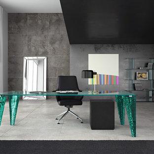 Idéer för att renovera ett stort funkis hemmabibliotek, med grå väggar, klinkergolv i porslin, ett fristående skrivbord och grått golv