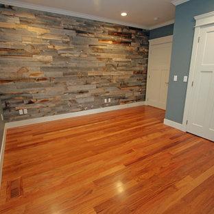 Immagine di uno studio chic di medie dimensioni con pareti blu e pavimento in legno massello medio
