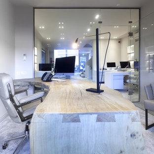 チェシャーの大きいコンテンポラリースタイルのおしゃれなアトリエ・スタジオ (白い壁、カーペット敷き、暖炉なし、造り付け机) の写真