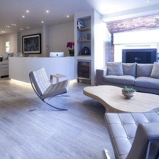 チェシャーの広いコンテンポラリースタイルのおしゃれなアトリエ・スタジオ (白い壁、セラミックタイルの床、暖炉なし、造り付け机) の写真