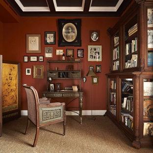 モスクワのヴィクトリアン調のおしゃれなホームオフィス・書斎の写真